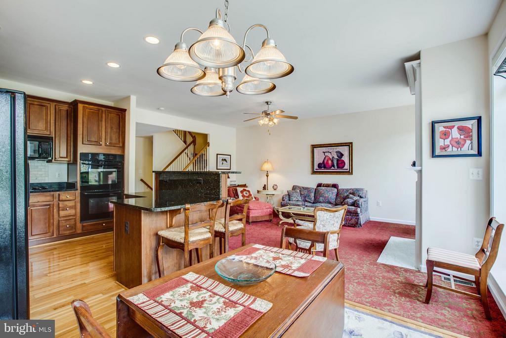Kitchen with open family room - 513 DUNMORE ST, FREDERICKSBURG