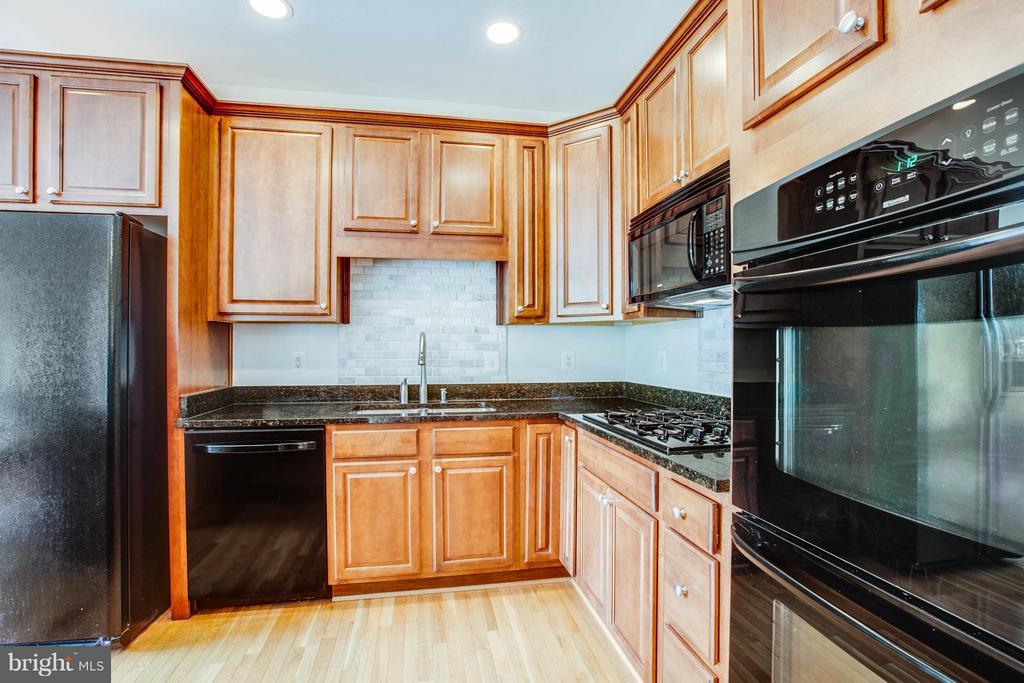 Kitchen - 513 DUNMORE ST, FREDERICKSBURG