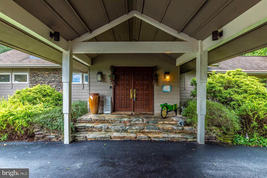 Grand Entry - 6303 WINPENNY DR, FREDERICK