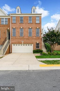 Property for sale at 42705 Newcomer Ter, Chantilly,  VA 20152