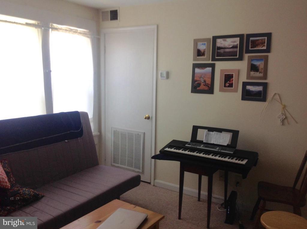 Living Room - 1807-F DEWITT AVE #F, ALEXANDRIA