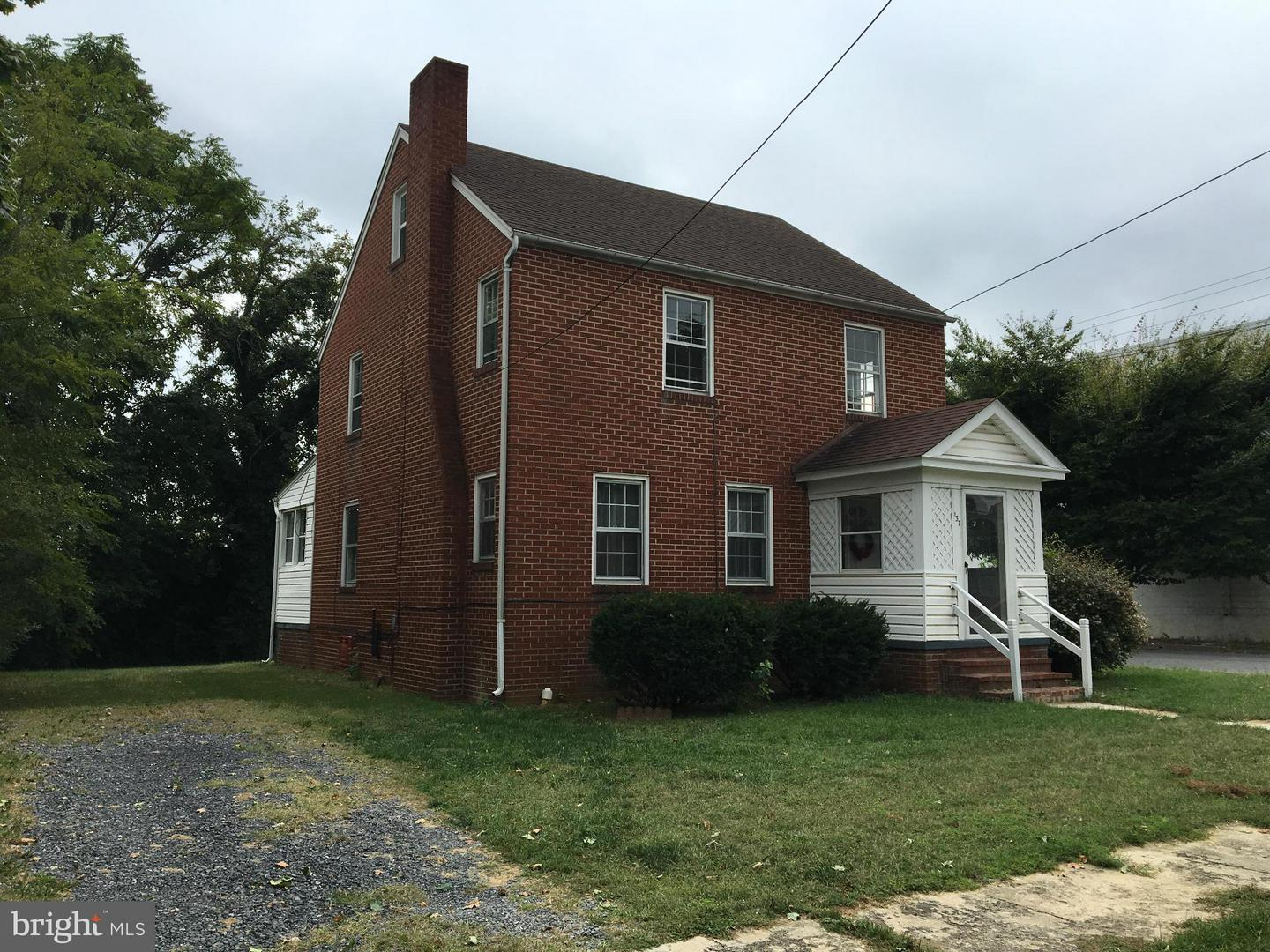 Photo of home for sale at 137 Oates Avenue W, Winchester VA