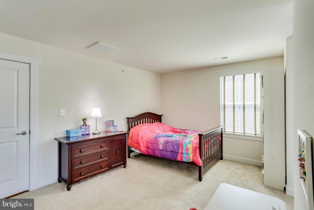 Large Bedrooms - 2305 HARMSWORTH DR, DUMFRIES