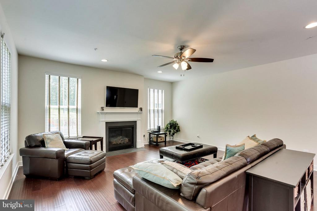 Family Room - 2305 HARMSWORTH DR, DUMFRIES