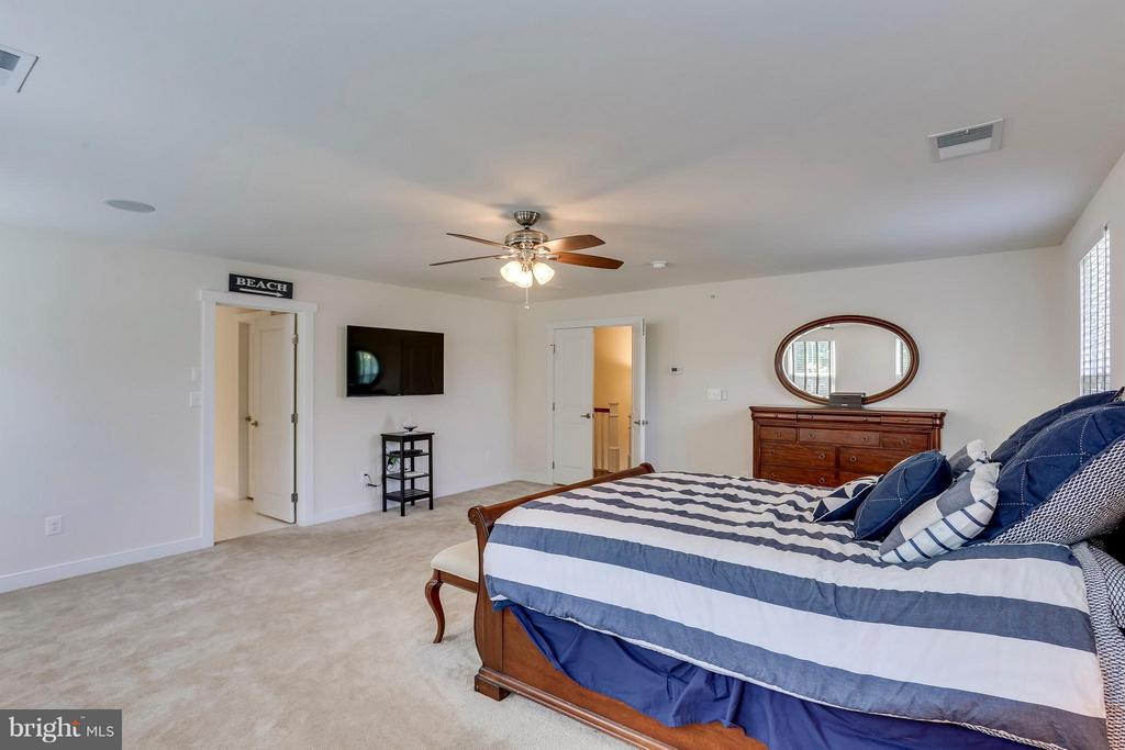 THIS IS  THE LIFE! - 2305 HARMSWORTH DR, DUMFRIES