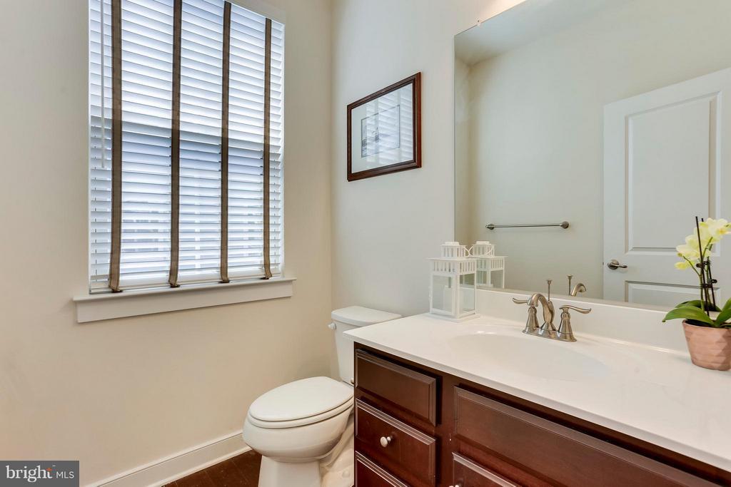 1/2 bath main level - 2305 HARMSWORTH DR, DUMFRIES