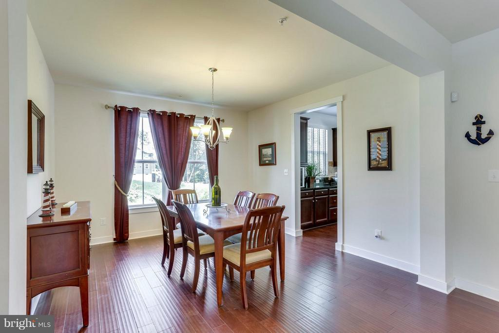 Make memories in this Dining Room! - 2305 HARMSWORTH DR, DUMFRIES