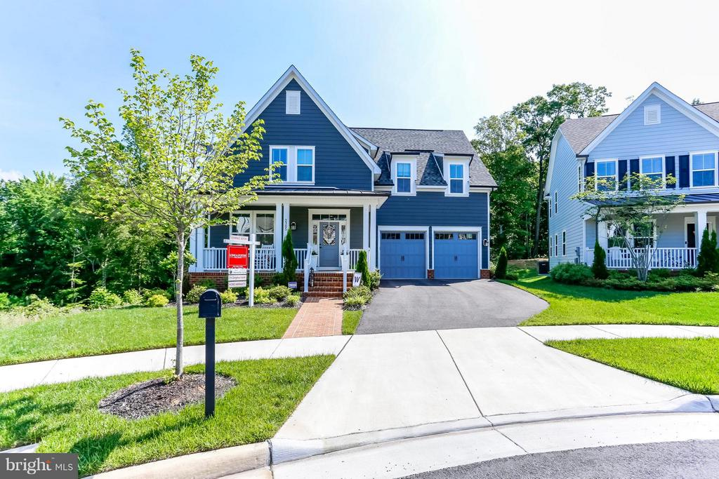 One of a kind! - 2305 HARMSWORTH DR, DUMFRIES
