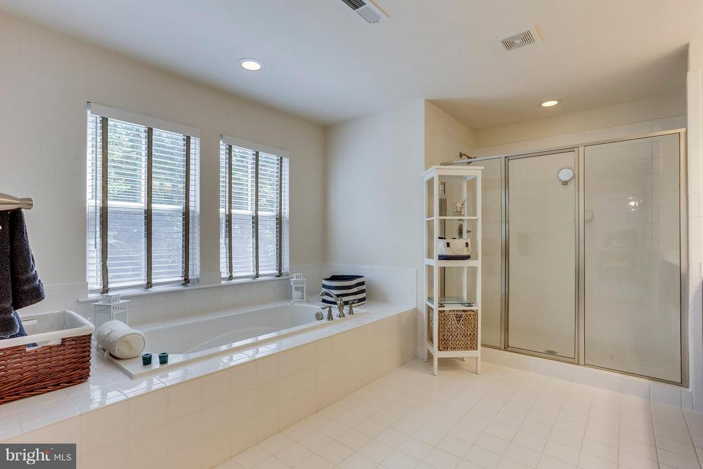Spa Retreat in your Own home! - 2305 HARMSWORTH DR, DUMFRIES
