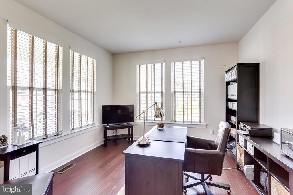 Work from the comfort of your own Home! - 2305 HARMSWORTH DR, DUMFRIES