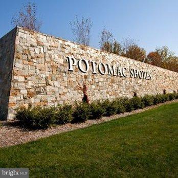 Live the Potomac Shores Life! - 2305 HARMSWORTH DR, DUMFRIES