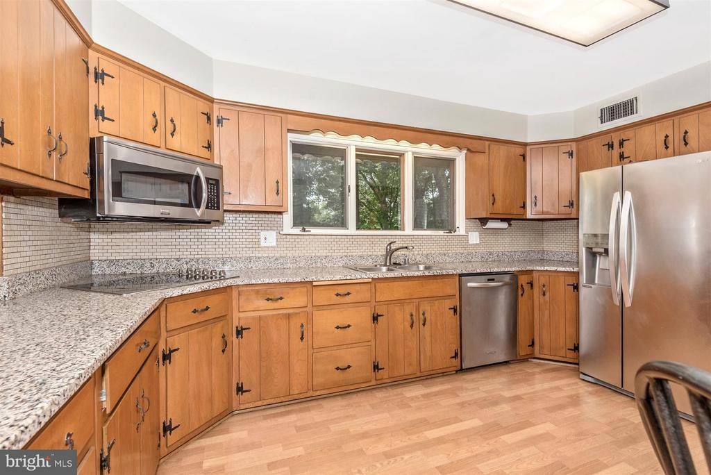 Kitchen - 2 GOSHEN CT, GAITHERSBURG