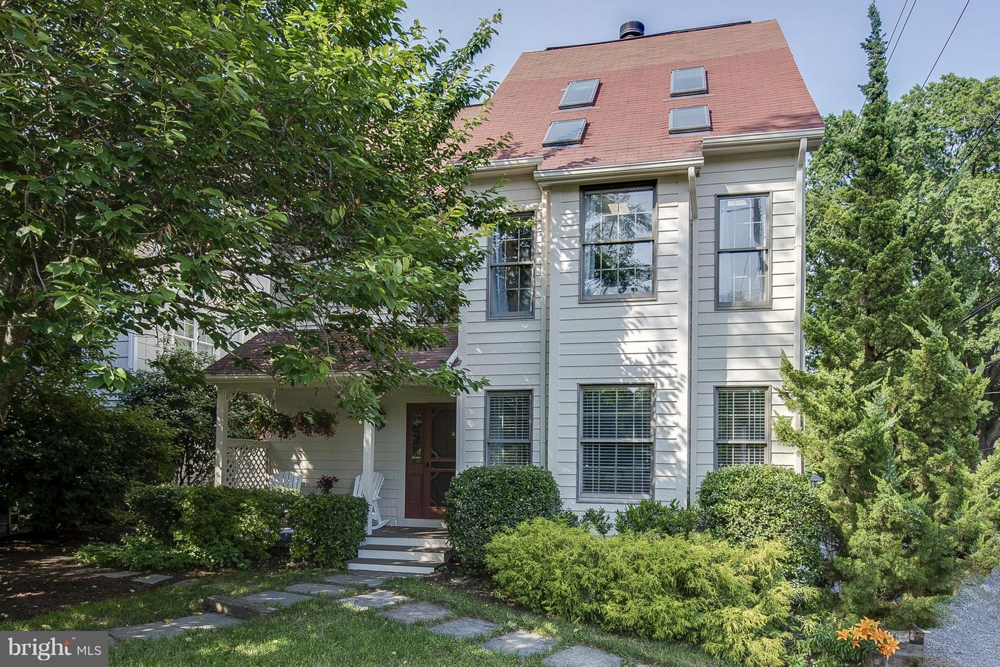 Photo of home for sale at 9 Upshur Avenue, Annapolis MD