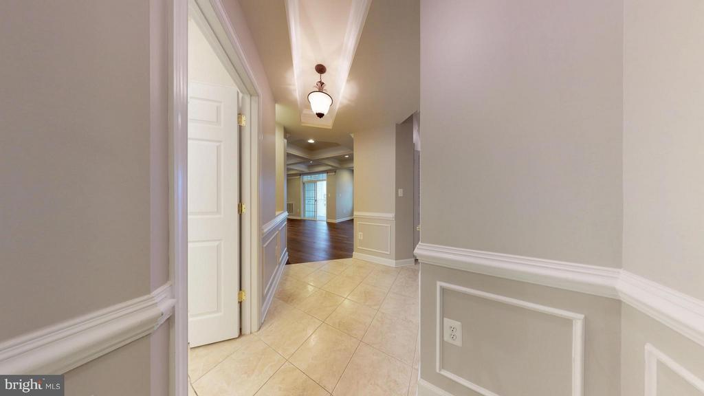Entrance / Foyer - 403 KING FARM BLVD #BR-401-R, ROCKVILLE