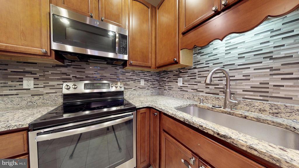 Kitchen - 403 KING FARM BLVD #BR-401-R, ROCKVILLE