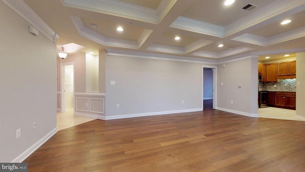 Living Room - 403 KING FARM BLVD #BR-401-R, ROCKVILLE