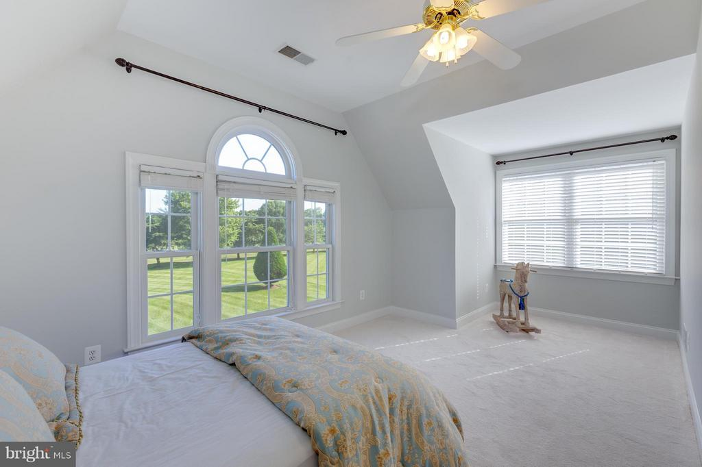 Large Upper Guest Bedroom with Golf Course Views - 41605 SWIFTWATER DR, LEESBURG