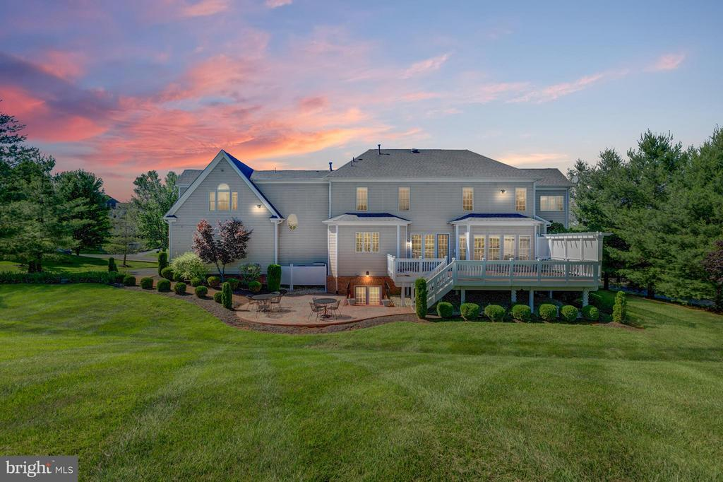 Almost 1 Acre Backing to the 16th Fairway - 41605 SWIFTWATER DR, LEESBURG