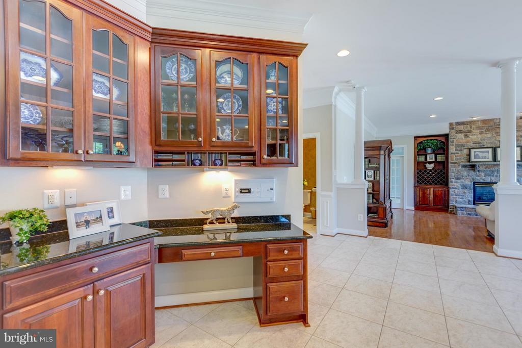 In-Kitchen Work Desk and Display Cabinets - 41605 SWIFTWATER DR, LEESBURG