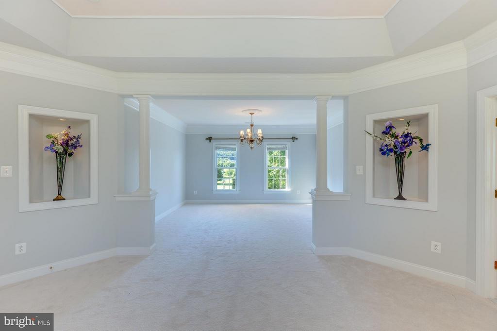 Beautiful Master Bedroom Sitting Room - 41605 SWIFTWATER DR, LEESBURG