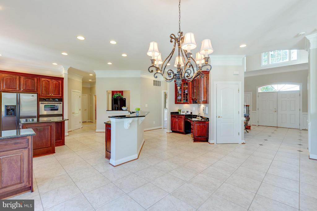 Large Kitchen with 2 Islands and Workdesk - 41605 SWIFTWATER DR, LEESBURG
