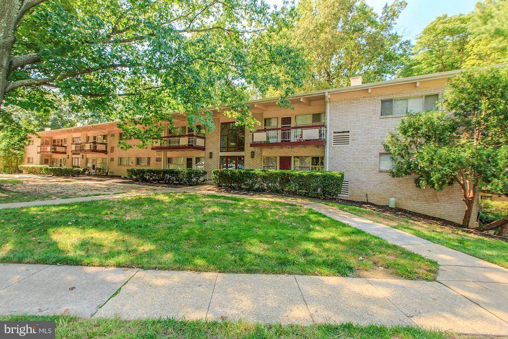 Convenient community inside the Beltway! - 7747 DONNYBROOK CT #206, ANNANDALE
