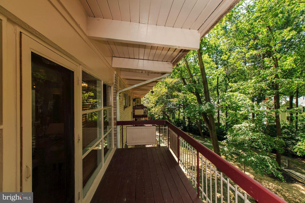 Private balcony with quiet, treescape views - 7747 DONNYBROOK CT #206, ANNANDALE