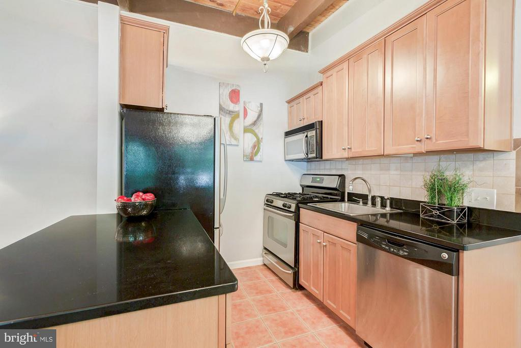 Stainless steel appliances - 7747 DONNYBROOK CT #206, ANNANDALE