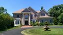 Stately Manor Home next to Park - 4200 PINERIDGE DR, ANNANDALE