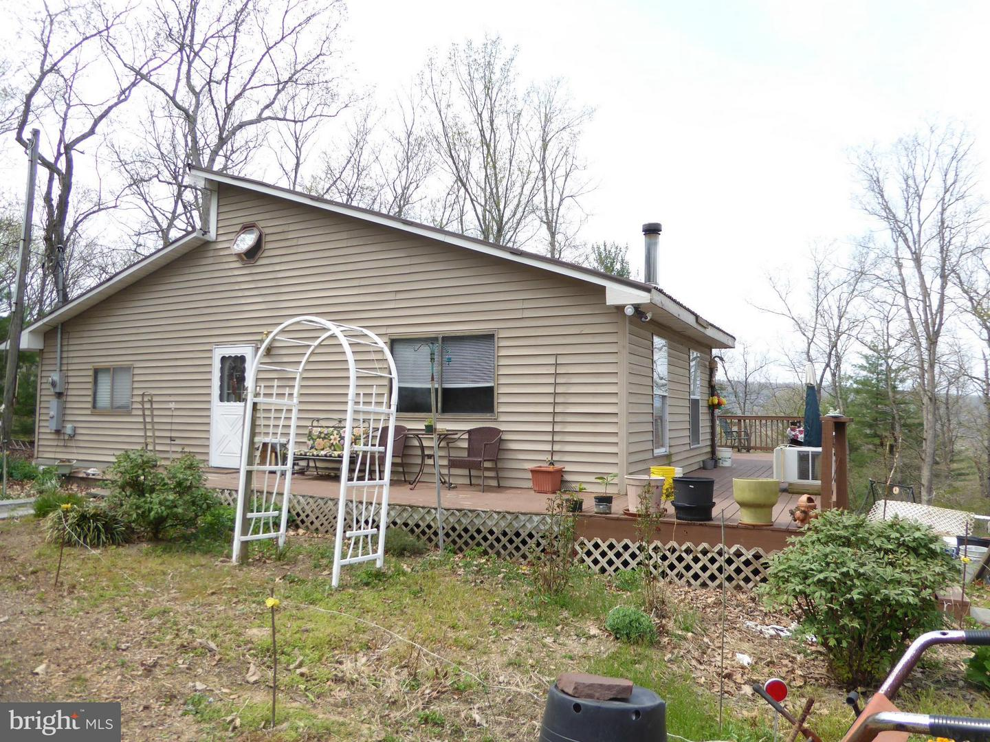 Single Family for Sale at 1000 Potomac Overlook Dr Levels, West Virginia 25431 United States