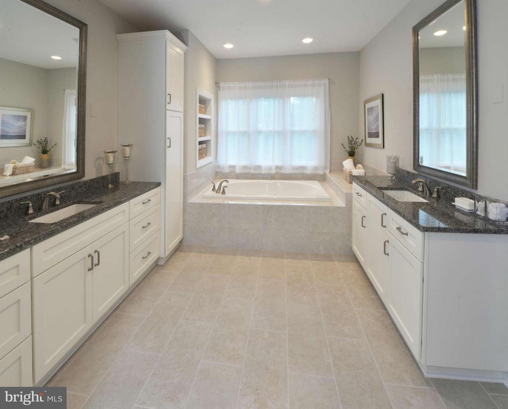 Model Home Owner's  Luxury Bath - HARLEY RD, LORTON