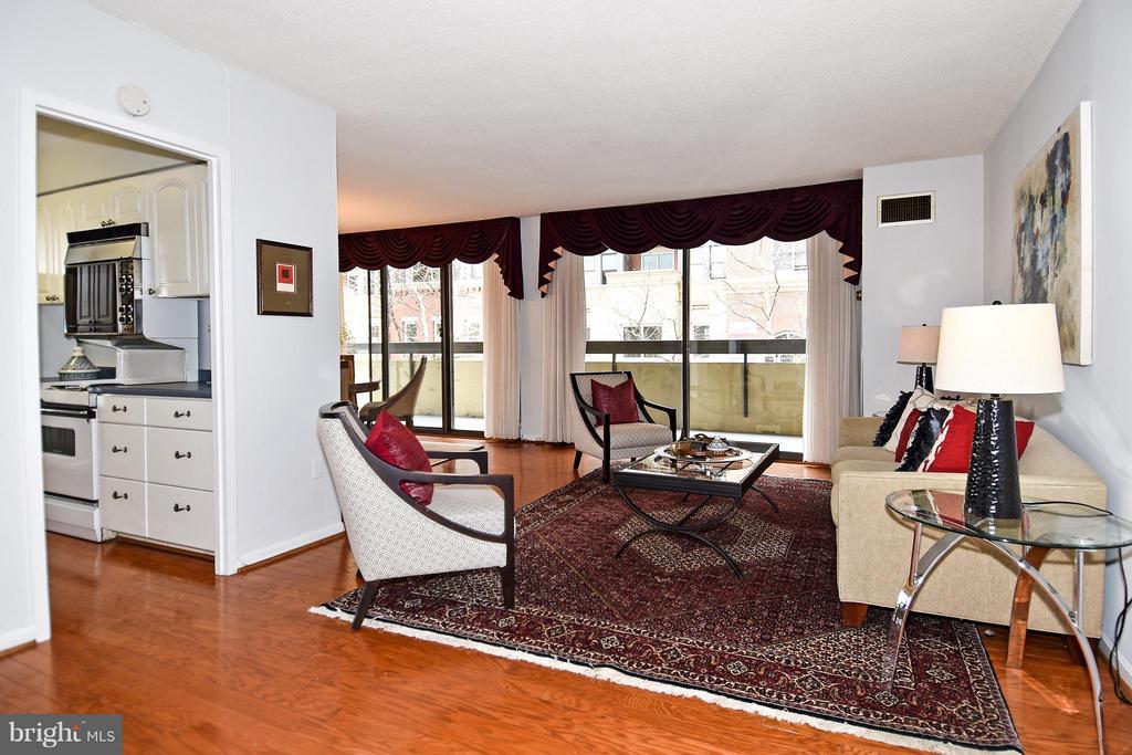 Living Room - 400 MADISON ST #203, ALEXANDRIA