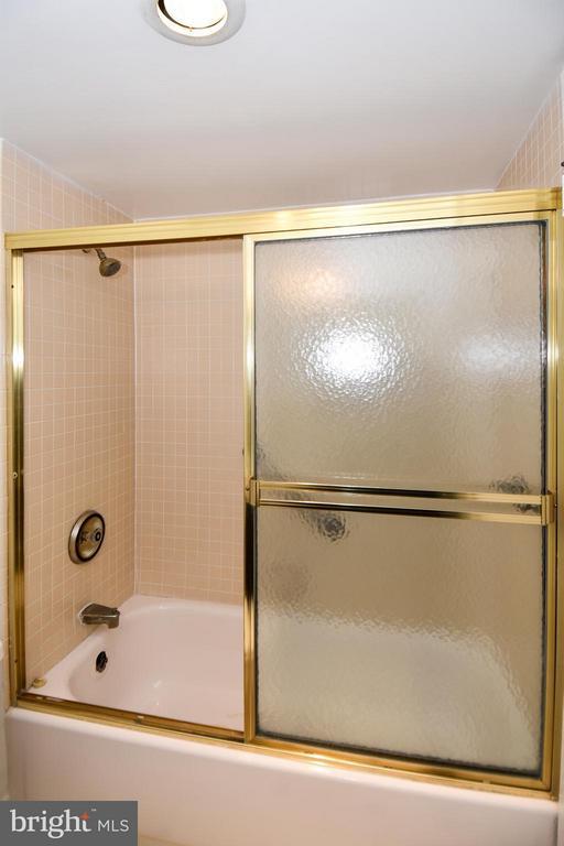 Bath (Master) - 400 MADISON ST #203, ALEXANDRIA