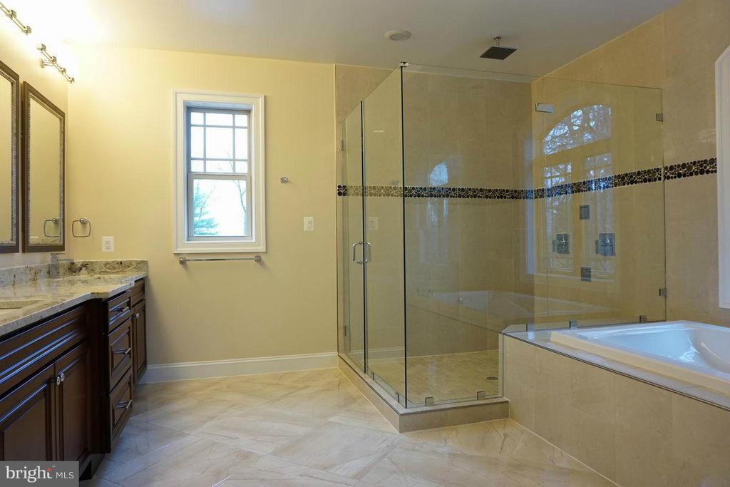 Bath (Master) - 7015 WOODLAND DR, SPRINGFIELD