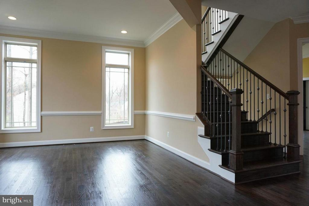 Living Room - 7015 WOODLAND DR, SPRINGFIELD