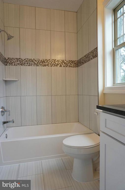 Bath - 7015 WOODLAND DR, SPRINGFIELD