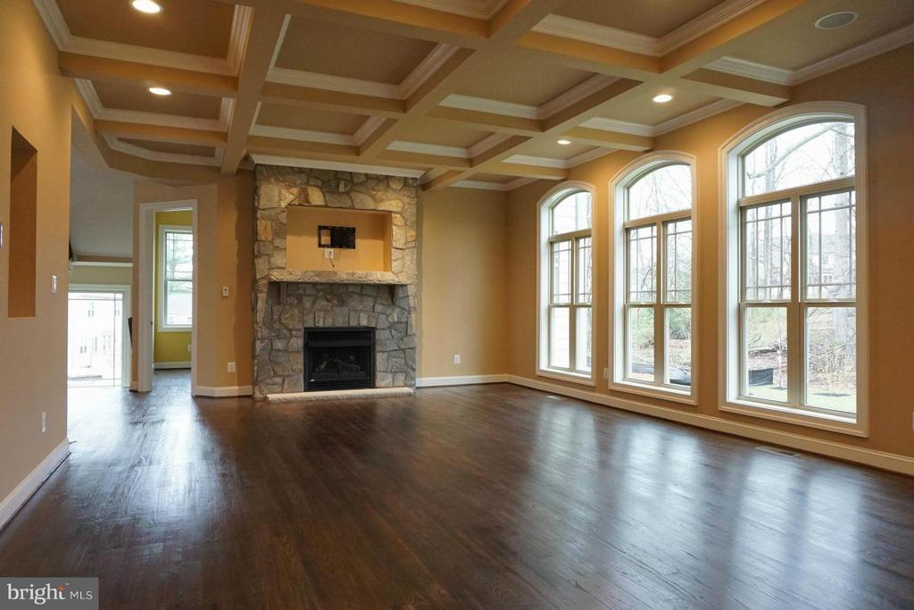Family Room - 7015 WOODLAND DR, SPRINGFIELD