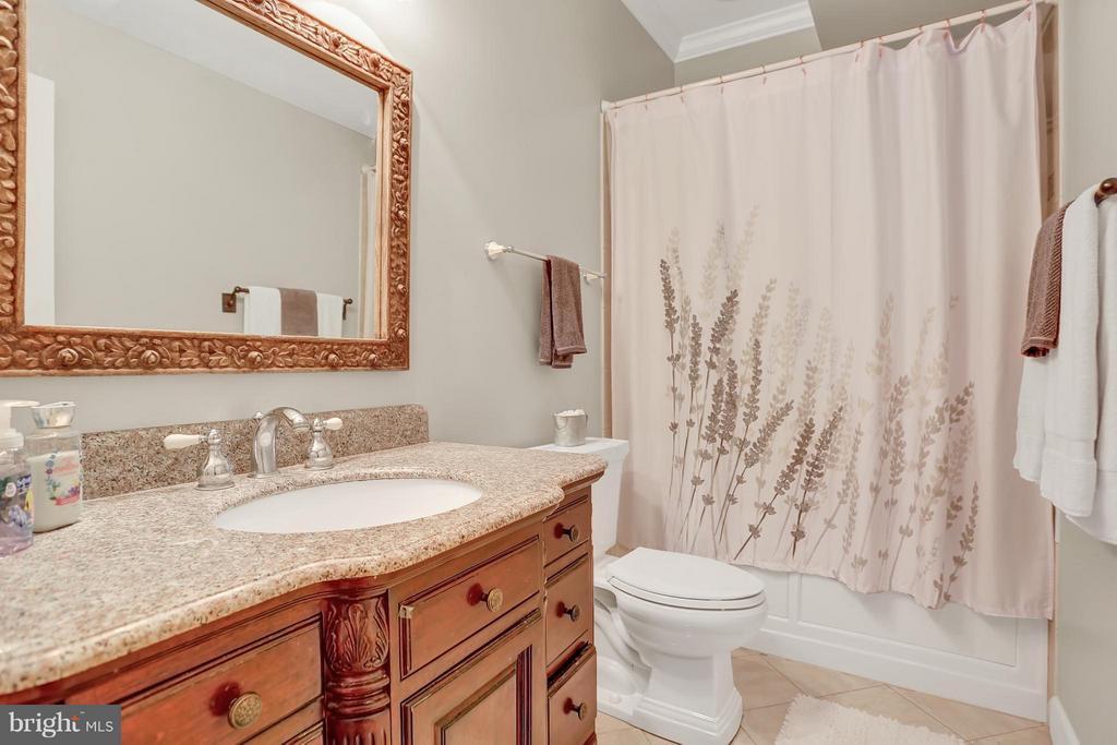 Bath - 6055 GREENWAY CT, MANASSAS