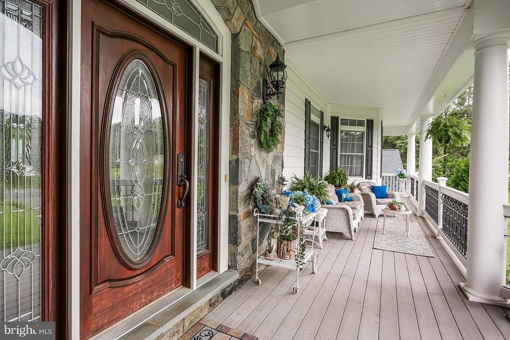 Front Porch - 6055 GREENWAY CT, MANASSAS