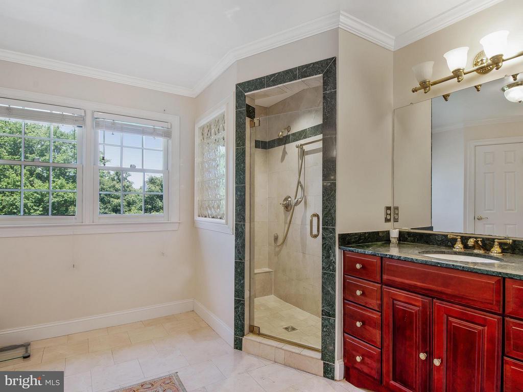 Bath (Master) - 11109 TOMMYE LN, RESTON
