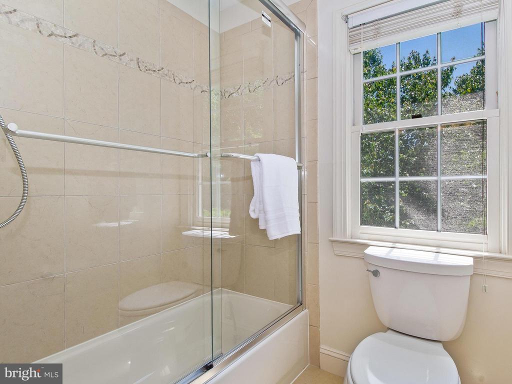 Bath - 11109 TOMMYE LN, RESTON