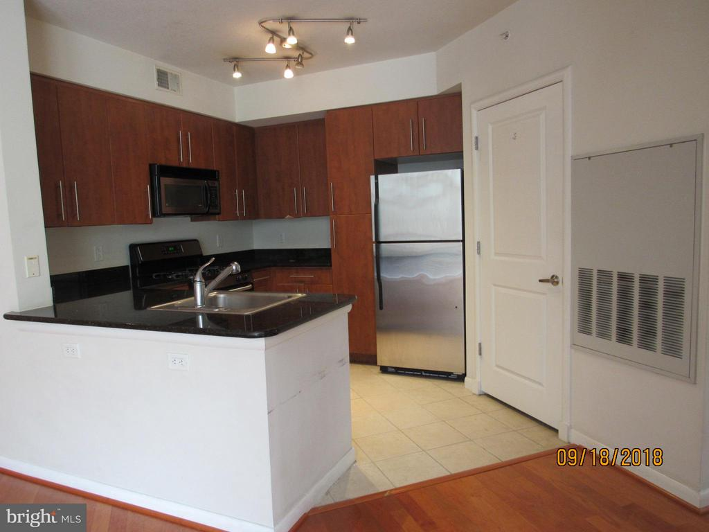 Kitchen - 1021 GARFIELD ST #336, ARLINGTON