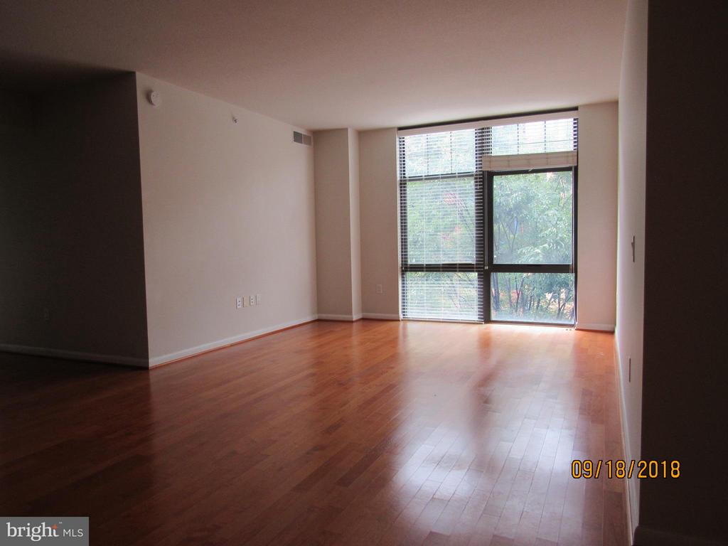 Living Room - 1021 GARFIELD ST #336, ARLINGTON