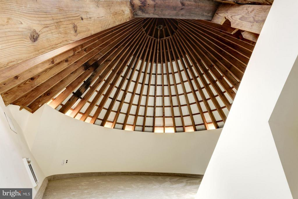 Turret room with 16' conical ceiling - 2701 32ND ST NW, WASHINGTON