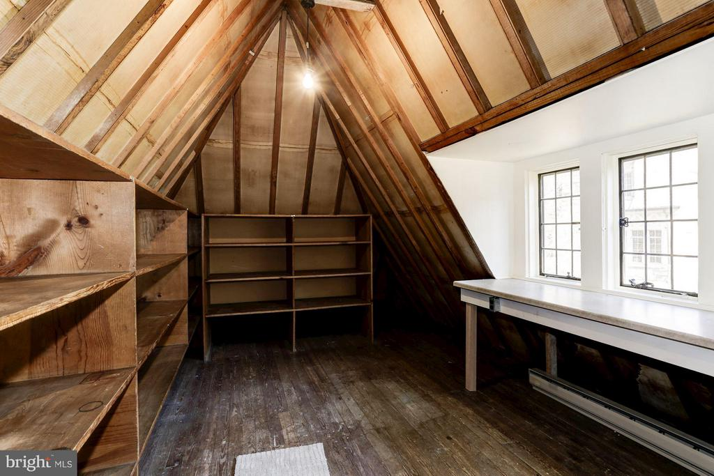Third Floor storage room- possible bedroom - 2701 32ND ST NW, WASHINGTON