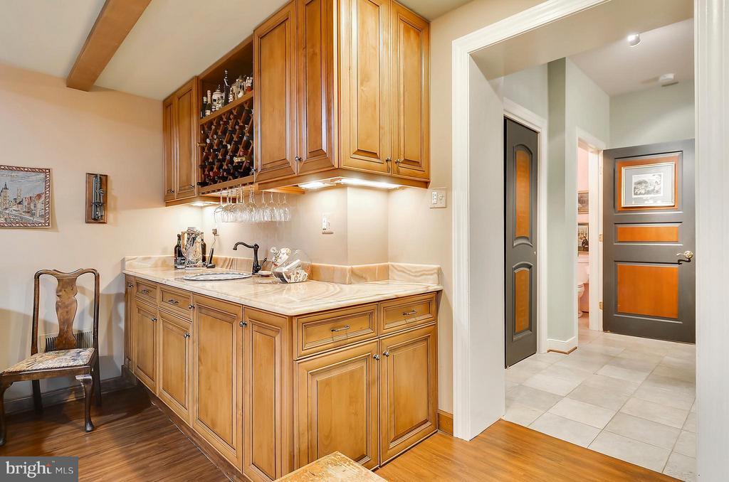 Family Room wet bar & small refrigerator - 4015 N RANDOLPH ST, ARLINGTON