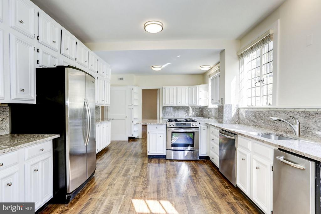 Renovated gourmet table space kitchen - 2701 32ND ST NW, WASHINGTON