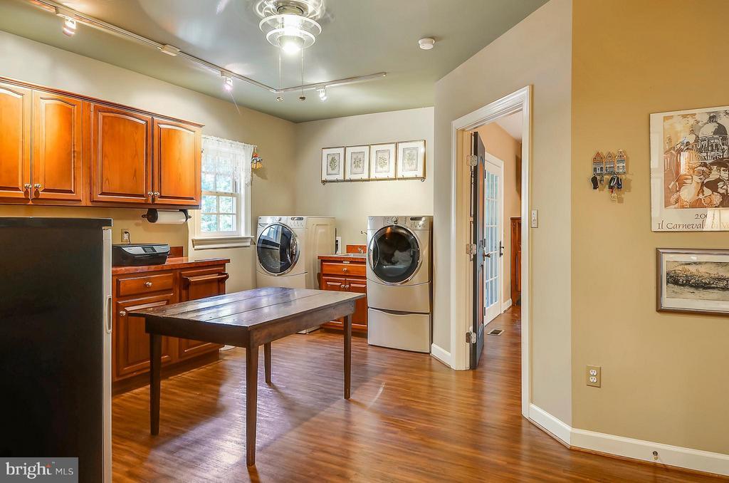 Large laundry room with plenty of storage - 4015 N RANDOLPH ST, ARLINGTON