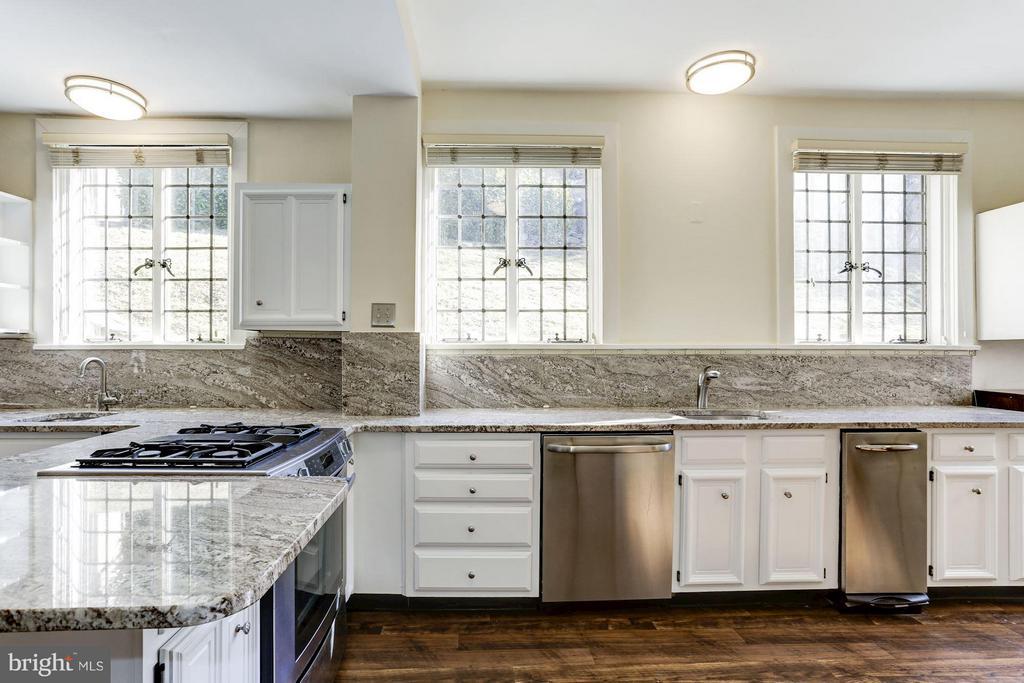 Stunning leaded glass windows - 2701 32ND ST NW, WASHINGTON