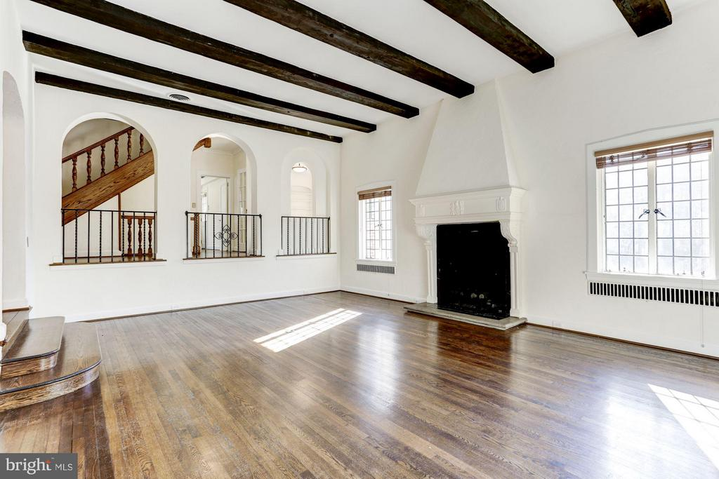 Step down living room w/ 12' exposed beam ceiling - 2701 32ND ST NW, WASHINGTON